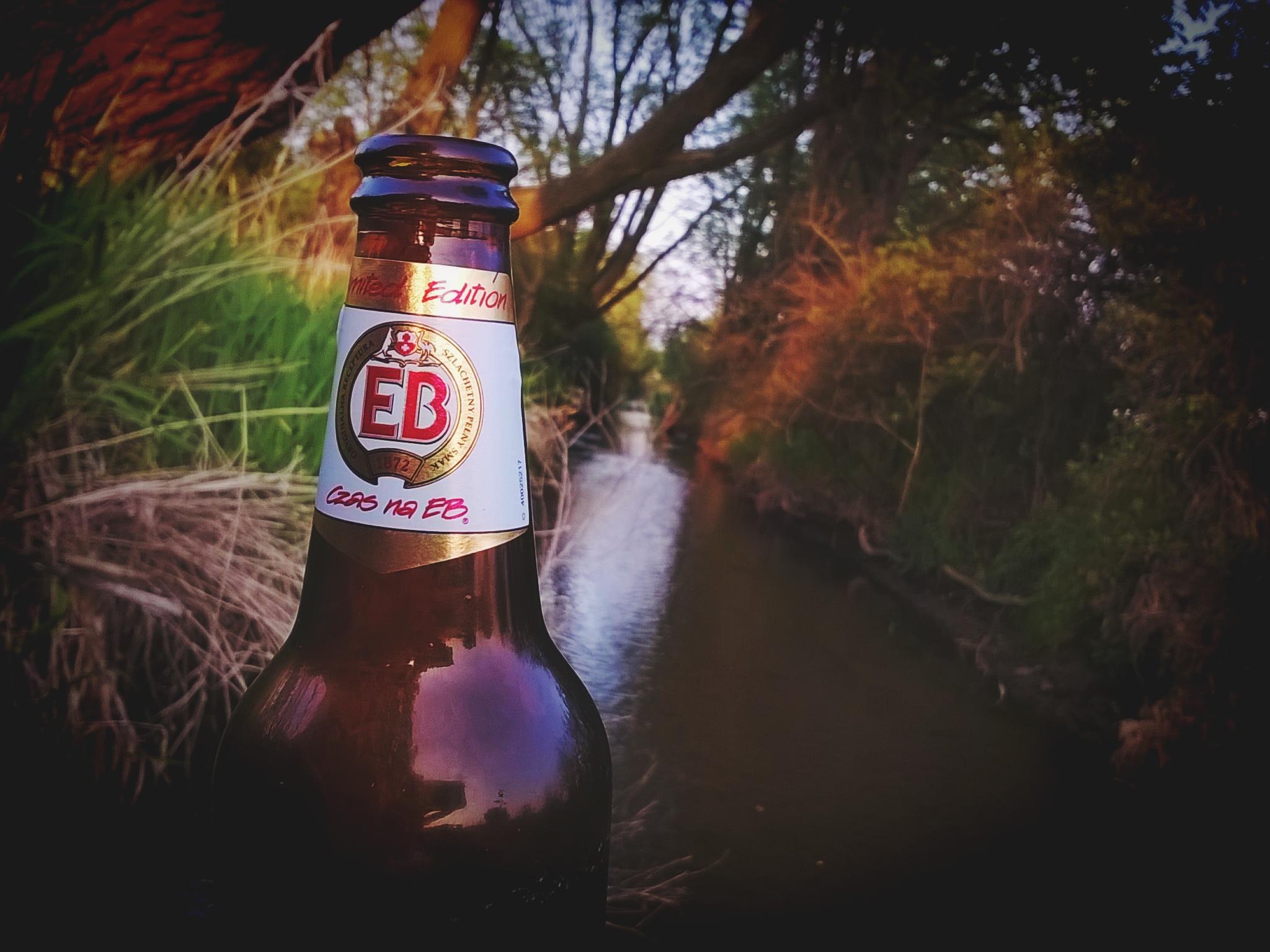 W maju przypomniałem sobie smak dzieciństwa. Tzn, wypiłem więcej niż samą pianę. Piwo jak piwo, bez rewelacji.