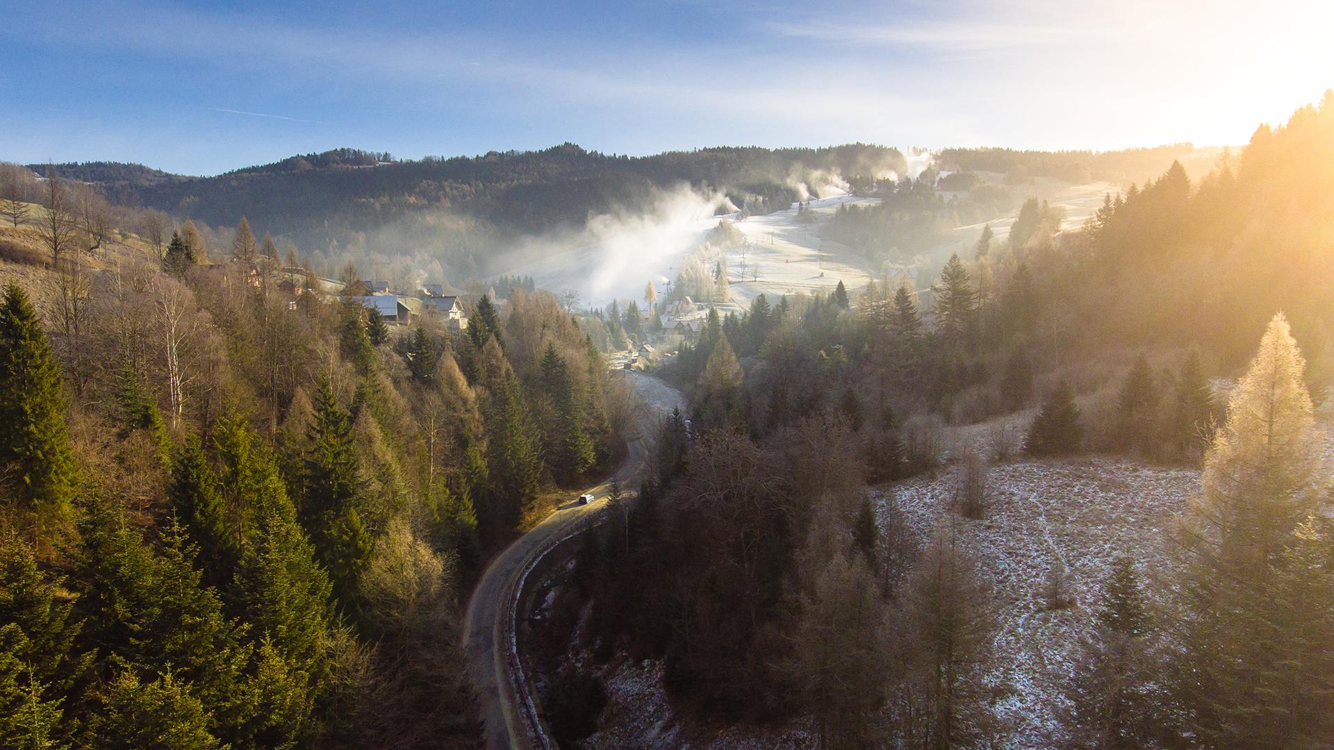 zdjęcie z drona stok narciarski